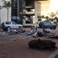 Así amaneció la avenida Del Ávila, Altamira Sur, luego de la batalla desigual en la cual, se calcula, 35 jóvenes fueron detenidos: léase arrastrados por las franelas entre varios agentes, […]