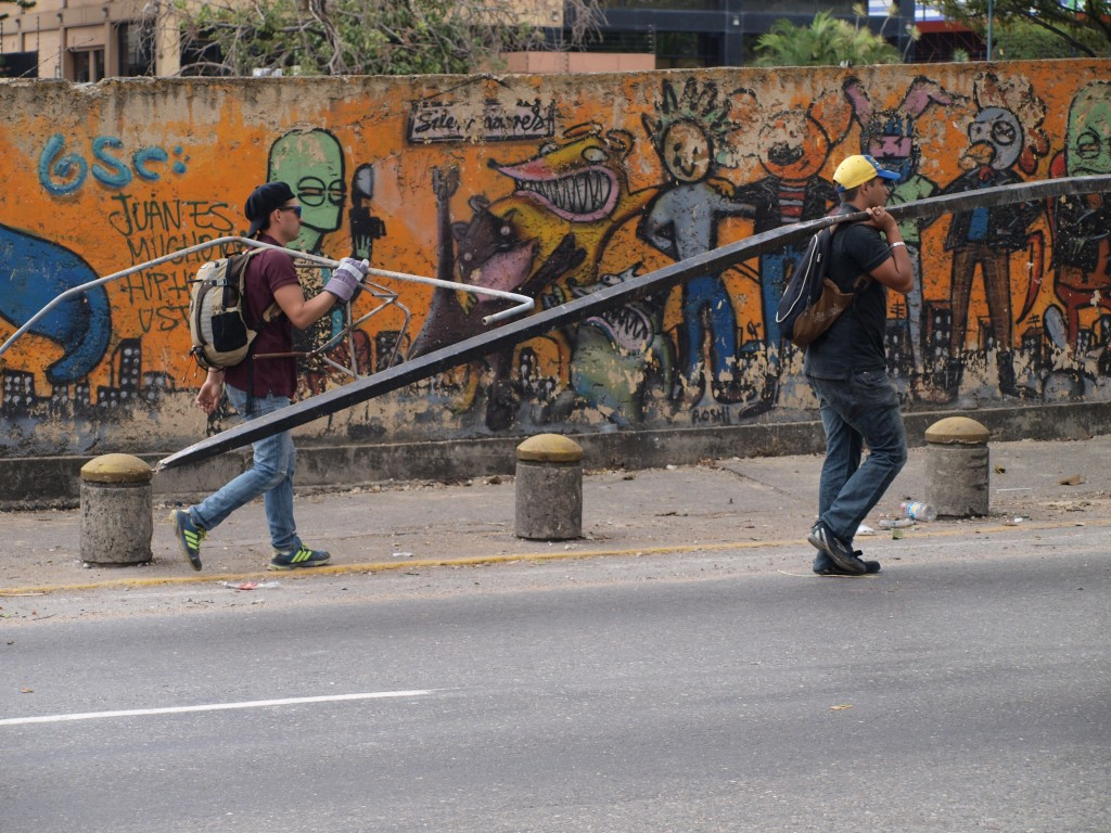 Subiendo desde el solar del antiguo Centro Altamira hacia la esquina de la avenida Luis Roche.