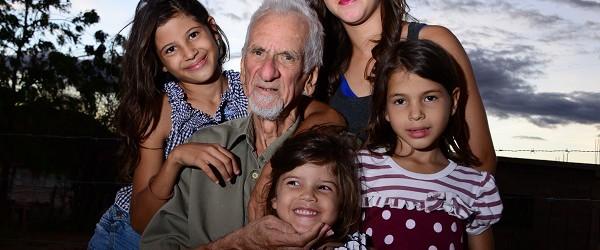 Esta es la historia de la donación de un tesoro: el archivo fotográfico que ha guardado JJ Castro tras su retiro. Después de un homenaje que se le hizo en […]