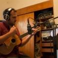 Jorge Glem no habla español, habla música. Sus manos se convierten en una estela apenas visible por el ojo humano cuando toca las cuerdas del cuatro. Es él, integrante de […]