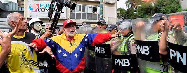 En Venezuela, los medios todavía libres más individualidades agrupadas dentro de diferentes organizaciones hacen valer su voz, de manera conjunta, a través de laAlianza por la Libertad de Expresión. En […]