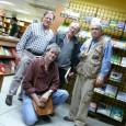 En la foto están Andrés Boersner –librero de Noctua−, Javier Marichal –librero de Distribuidora Estudios−, el poeta Rafael Cadenas y, en cuclillas, Sebastián de la Nuez, editor de esta página. […]