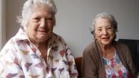 Ana María (a la izquierda) y Queta (a la derecha) constituyen una fuente inagotable de viñetas verbales emergiendo desde las profundidades de su memoria. Las viñetas, en blanco y azul, […]