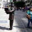 """Las estudiantes (hoy profesionales) Verónica Rodríguez y Carla Valero presentaron su trabajo de grado """"Una rayuela que se borra y se vuelve a dibujar cada día"""" en septiembre de 2012, […]"""