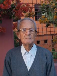 Antonio Ojeda frente a su casa hogar en Vecindario, a finales de 2013.