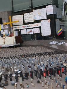 Exposición de cartuchos usados durante la represión en 2014.