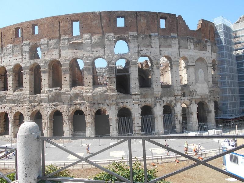 El Coliseo, imagen clásica de Roma: como se puede apreciar, en refacciones.