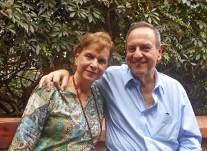 Corina con el curador Miguel Miguel el sábado 5/3/2016 detrás de la galería de Beatriz Gil, a las 2:30 pm.