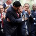 Una lectura sobre un instante capturado por las cámaras de televisión, protagonizado por Diosdado Cabello y Nicolás Maduro. Sobre esa trama se desliza en este artículo una teoría sobre los […]