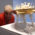 Artista que pinta, borda y trabaja la cerámica y las telas, entre otros materiales, la ítalovenezolana Doménica Aglialoro ofrece actualmente en una galería medio escondida de Colinas de Bello Monte […]