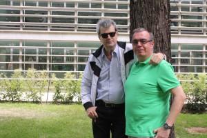 González Fabre y el administrador de este blog en los jardines de la UCAB, a principios de junio 2014.