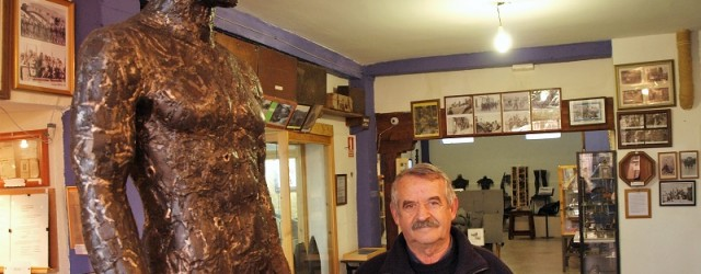 Gregorio Salcedo, escultor y museógrafo por afición y aprendizaje propio, heredó una Guerra Civil en la propia tierra que pisaron sus pies desde muy temprano. La fue sacando de allí, […]