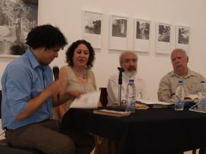 Los cuatro poetas, hoy a mediodía, rindiéndole homenaje a otra poeta: Elizabeth Schön.